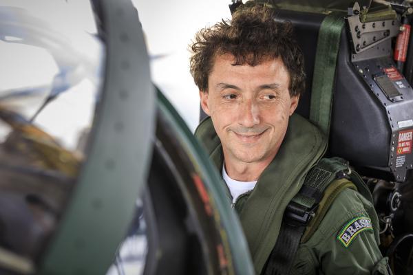 Na Ala 2, Leonardo Senna relembrou voo do irmão e participou de homenagem ao piloto