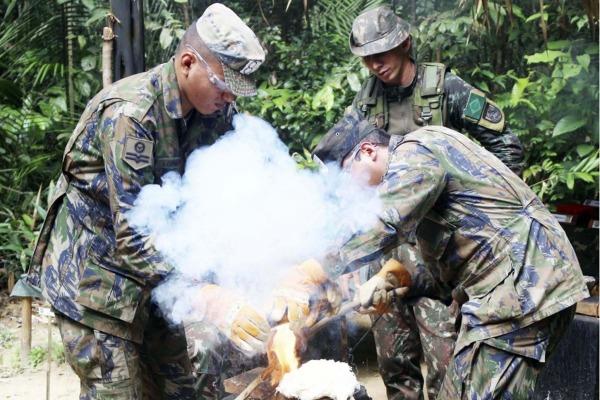 Efetivo do Quarto Centro Integrado de Defesa Aérea e Controle de Tráfego Aéreo (CINDACTA IV) realizou estágio em unidade do Exército em Manaus (AM)