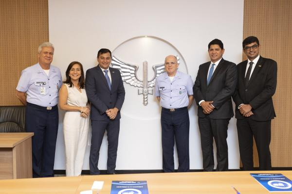 Encontro abordou necessidade de gerenciamento de pousos e decolagens no aeroporto da região, que recebe até 400 operações no período