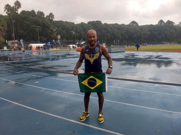 Em 48 horas, Sargento Jorge Cerqueira correu 766 voltas em pista de atletismo