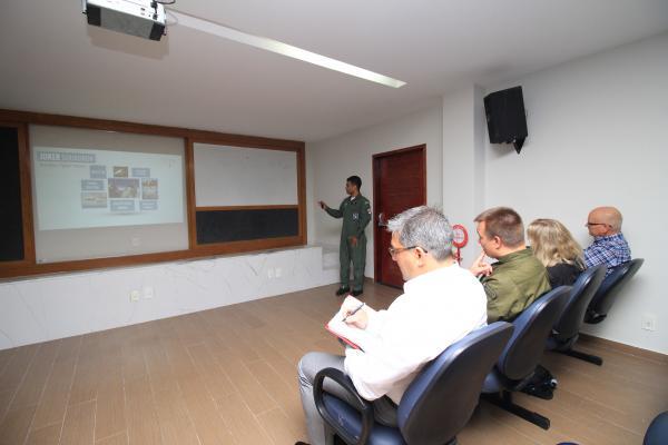 Objetivo foi verificar o processo de seleção, formação e treinamento da aviação de caça da FAB
