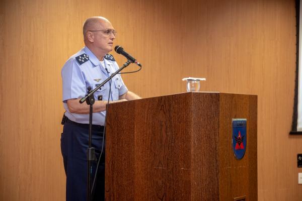 Apresentação a 132 futuros oficiais tratou das características inerentes aos líderes e particularidades do perfil dos militares da FAB