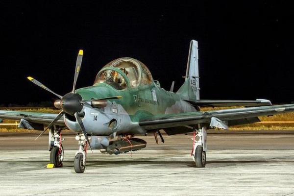 Avião foi interceptado à noite, com utilização de tecnologias de visibilidade noturna