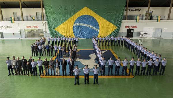 Durante a solenidade foi realizada uma homenagem pelas 350 mil horas voadas no Esquadrão