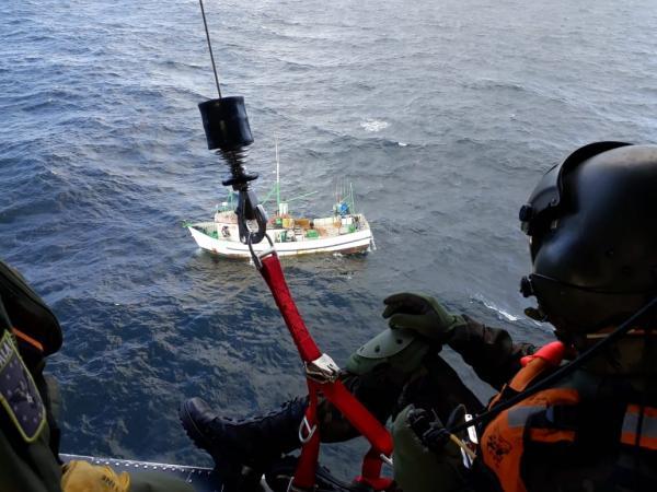 Comandante de uma embarcação pesqueira foi  resgatado pelo Esquadrão Pantera