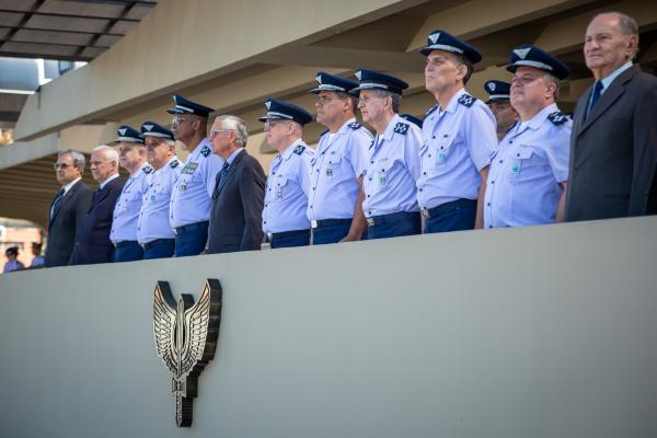 Cerimônia contou com imposição de Medalha Militar e premiação a militares padrão