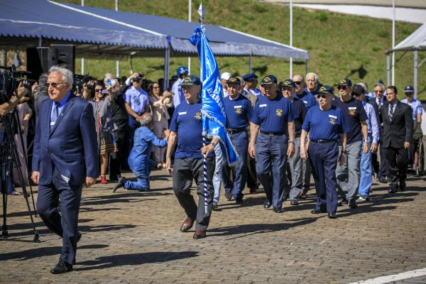 Turma Pioneira desfila durante a cerimônia