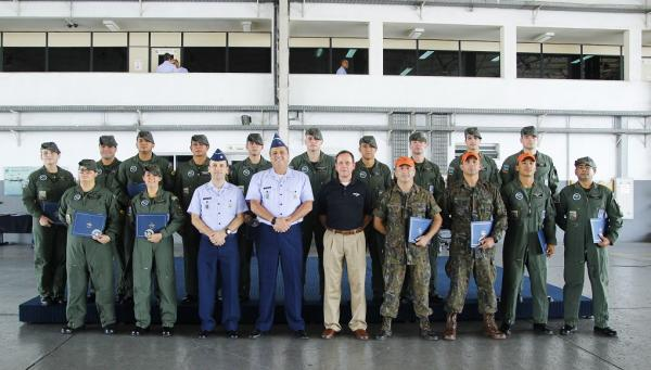 Ao todo, 42 tripulantes do 7°/8° GAV foram homenageados