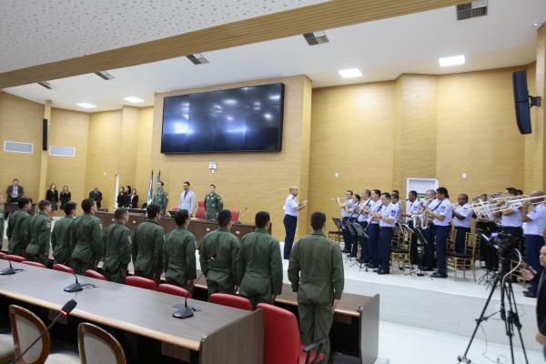 Menção destacou os serviços prestados à nação brasileira pelos pilotos de caça da Ala 6