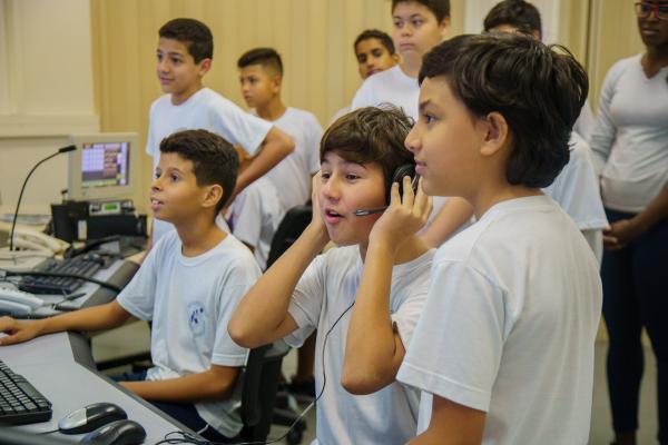 Estudantes fizeram visitas monitoradas, acompanhados de oficiais e graduados, aos Simuladores de Torre de Controle 3D