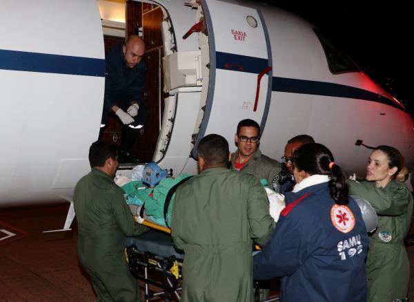 Feridos foram levados para Belo Horizonte (MG) em uma aeronave VC-99