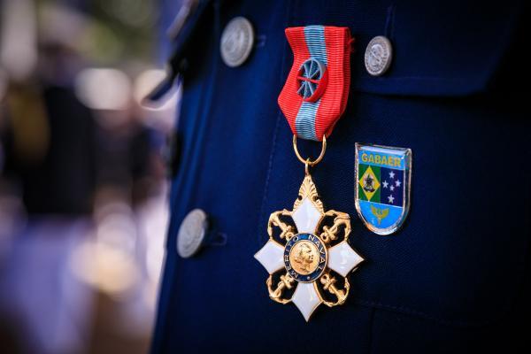A medalha foi imposta a 24 militares da Força Aérea, em Brasília (DF)
