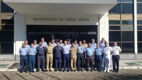 O grupo conheceu os trabalhos realizados pela ECEMAR nos cursos de Altos Estudos