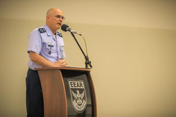 Comandante da Aeronáutica profere palestra para alunos da EEAR