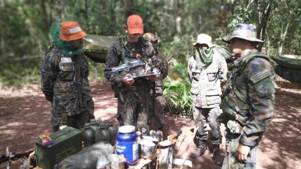 Objetivo foi capacitar os futuros oficiais para possíveis emergências que envolvam sobrevivência na selva e espera por resgate
