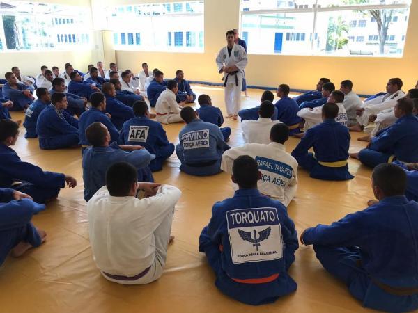 Trocas de experiências e interação entre cadetes e alunos marcaram os encontros