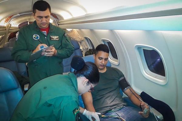Militar foi transportado para o Rio de Janeiro (RJ), onde receberá tratamento especializado