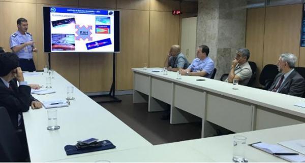 Objetivo foi mostrar a representantes da Marinha, Exército e Aeronáutica a visão geral da instituição e falar sobre os projetos tecnológicos que estão em desenvolvimento.