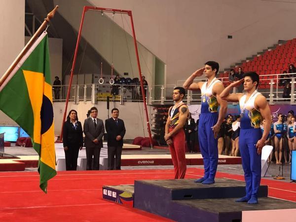 No Campeonato Masculino Sul-Americano de Ginástica, militares da Força Aérea conquistaram o primeiro lugar por equipes para o Brasil