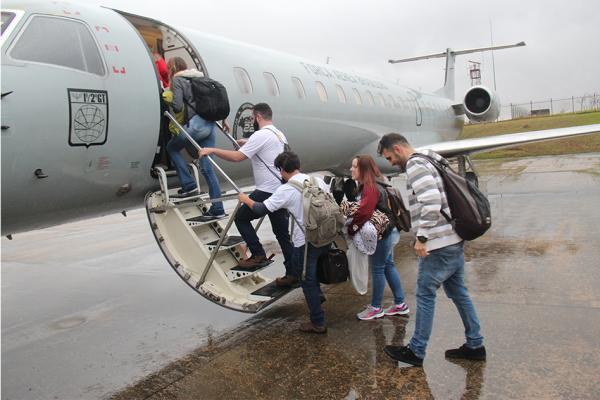 Aeronave decolou da Base Aérea de São Paulo com destino ao Acre, onde universitários irão desenvolver ações de atendimento às necessidades sociais