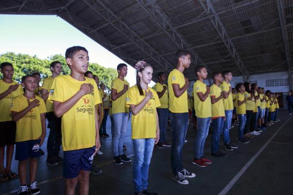 Alunos do PROFESP no CINDACTA III cantam o Hino Nacional
