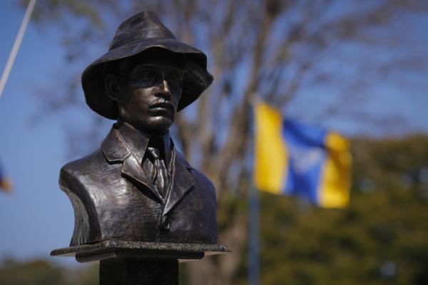 Em comemoração à data, militares e civis foram agraciados com a Medalha Mérito Santos-Dumont