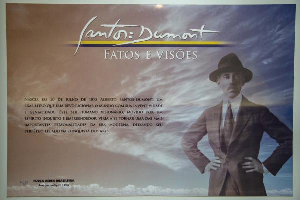 Foram expostas imagens e informações sobre o Pai da Aviação e Patrono da Aeronáutica Brasileira