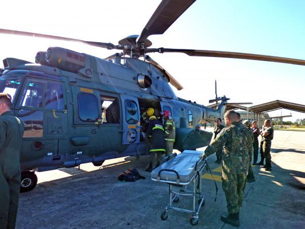Curso simulou procedimentos de emergência na aeronave, além de abordagem com vítima e transporte até o Esquadrão de Saúde