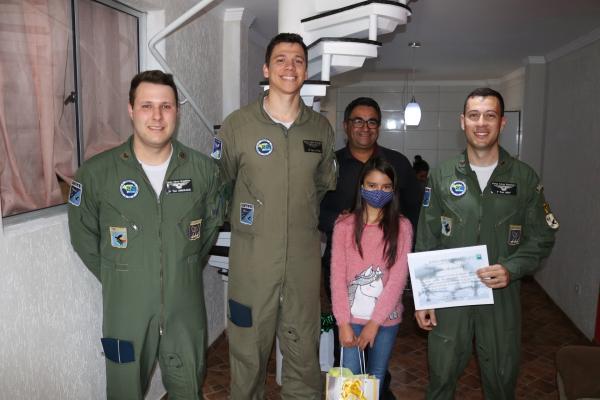 Três meses após a missão, a tripulação do Esquadrão Pégaso visitou a adolescente em Curitiba (PR)