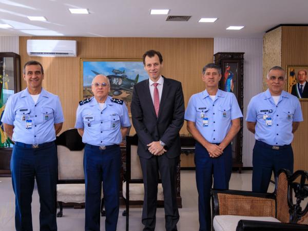 Encontro ocorreu na manhã desta quinta-feira (15), no Comando da Aeronáutica
