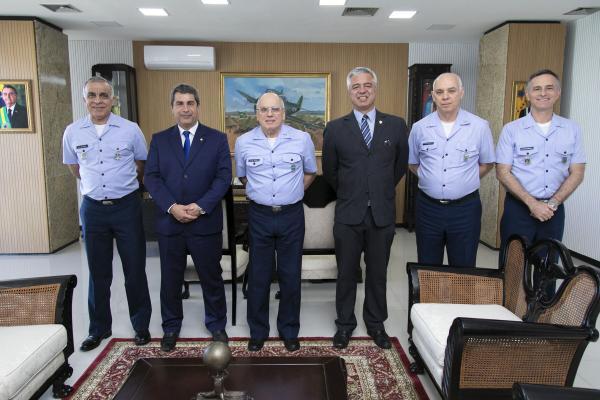 Encontro ocorreu na tarde desta quarta-feira (28), no Comando da Aeronáutica, em Brasília (DF)