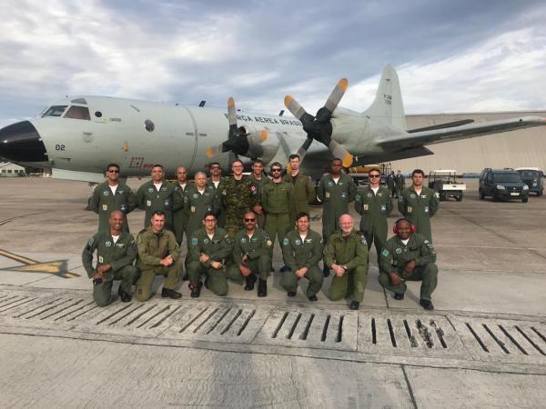 Grupo estrangeiro conheceu as capacidades da Unidade Aérea da Ala 12 e trocou experiências sobre missões reais