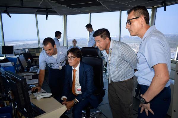 Diretor do Centro de Controle da Área Superior (MUAC) de Maastricht, na Holanda, esteve em unidades da FAB que atuam no controle do espaço aéreo brasileiro