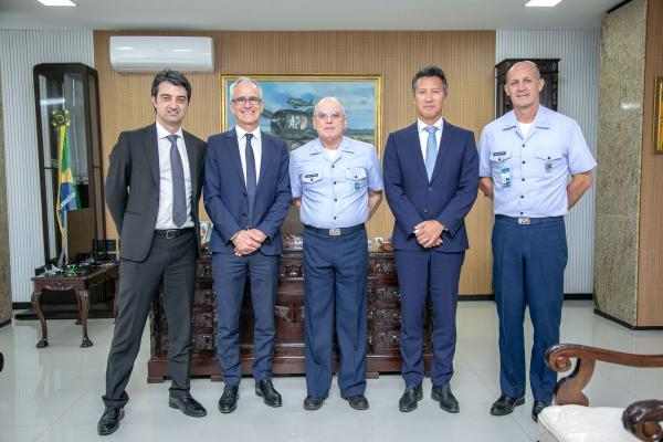 Encontro ocorreu na tarde desta quarta-feira (18), no Comando da Aeronáutica, em Brasília (DF)