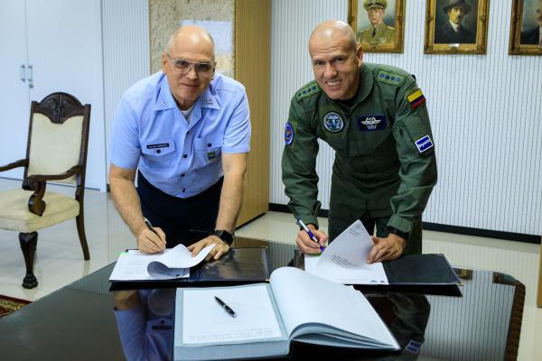 Encontro ocorreu na tarde desta quinta-feira (19), no Comando da Aeronáutica, em Brasília (DF)