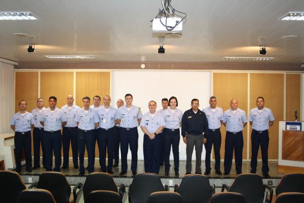 Onze militares da FAB e um da Marinha do Brasil são formados para prestar assessoria direta à alta administração