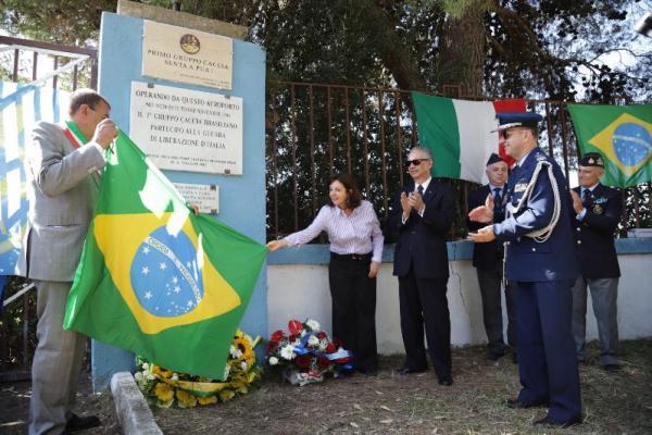 Cerimônia na cidade de Tarquinia, de onde iniciaram-se as operações aéreas do 1º Grupo de Aviação de Caça, homenageou jovens pilotos brasileiros que lutaram nos campos de batalha