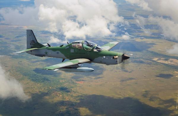 Aeronave de caça é operada pelos Esquadrões Joker (2°/5° GAV), Escorpião (1º/3º GAV), Grifo (2º/3º GAV) e Flecha (3º/3º GAV), além do Esquadrão de Demonstração Aérea (EDA), também conhecido como Esquadrilha da Fumaça