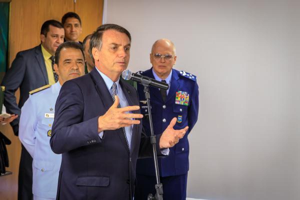 Presidente Jair Bolsonaro assinou documento nesta quarta-feira (16), no Palácio do Planalto