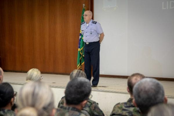 Tenente-Brigadeiro Bermudez discorreu sobre a conduta dos militares no exercício do Oficialato e os valores da Força Aérea Brasileira