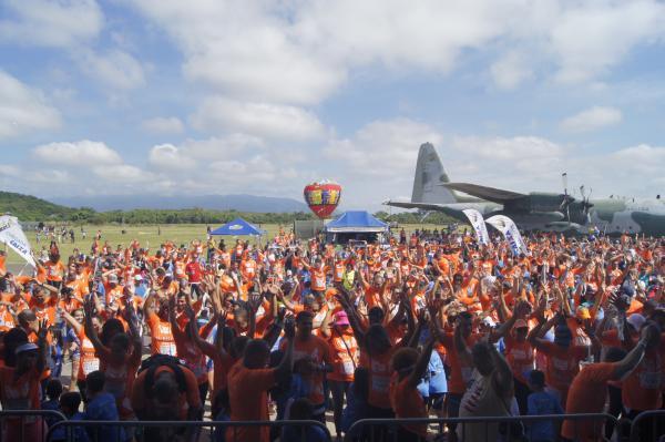 Fumaça celebra também os 13 anos do recorde mundial de número de aeronaves voando, simultaneamente, em formação e no dorso