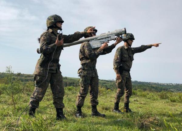 No treinamento, Unidades de Defesa Antiaérea são designadas para proteger diversos pontos sensíveis do país em resposta a ataques simulados de aeronaves