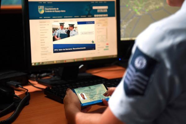 Plataforma digital, que certifica profissionais civis e militares, foi lançada no Dia Internacional do Controlador de Tráfego Aéreo