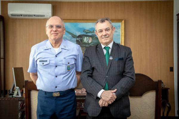 Encontro ocorreu na manhã desta segunda-feira (11), no Comando da Aeronáutica, em Brasília (DF)