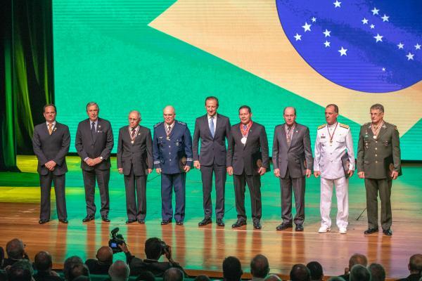 Diversas autoridades militares e civis prestigiaram o evento na FIESP, que teve a presença do Vice-Presidente da República