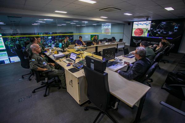 Ações de policiamento do espaço aéreo permanecem