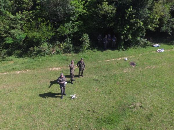 Inicialmente, 14 militares do Grupo de Segurança e Defesa de Canoas (RS) receberam instruções práticas e teóricas