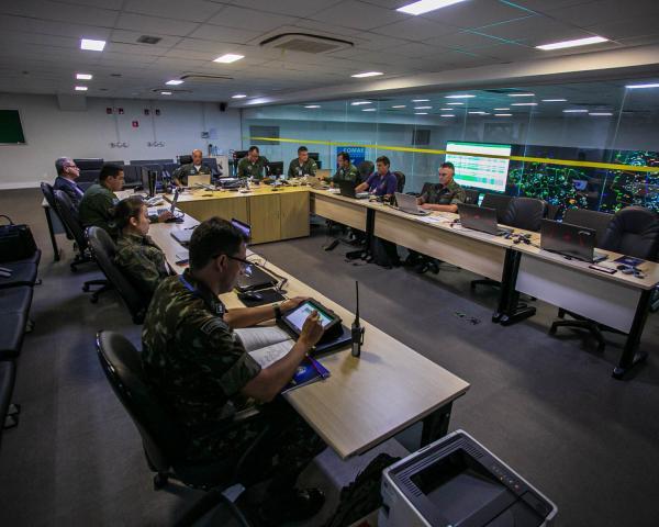 Militares acompanharam movimentação aérea e gerenciaram restrições de voo