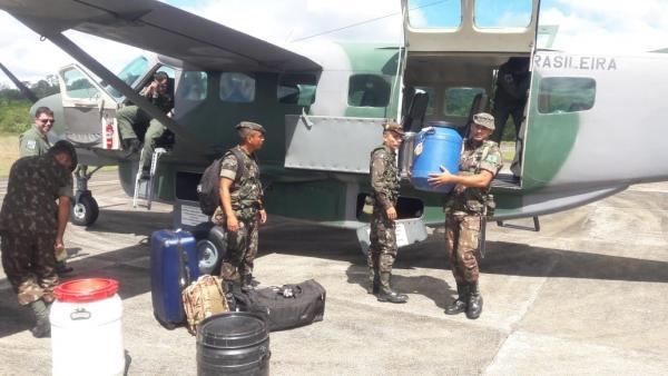 Aeronave C-98A Grand Caravan do 1º ETA transporta militares e suprimentos ao Destacamento Especial de Fronteira de Vila Brasil do Exército Brasileiro (EB)