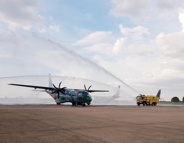 Aeronave traz a novidade do Sistema de Reabastecimento em Voo (REVO)